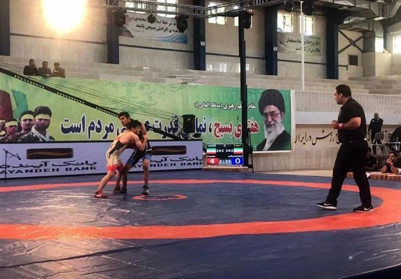 پیروزی تیم کشتی دانشگاه آزاد در قائمشهر
