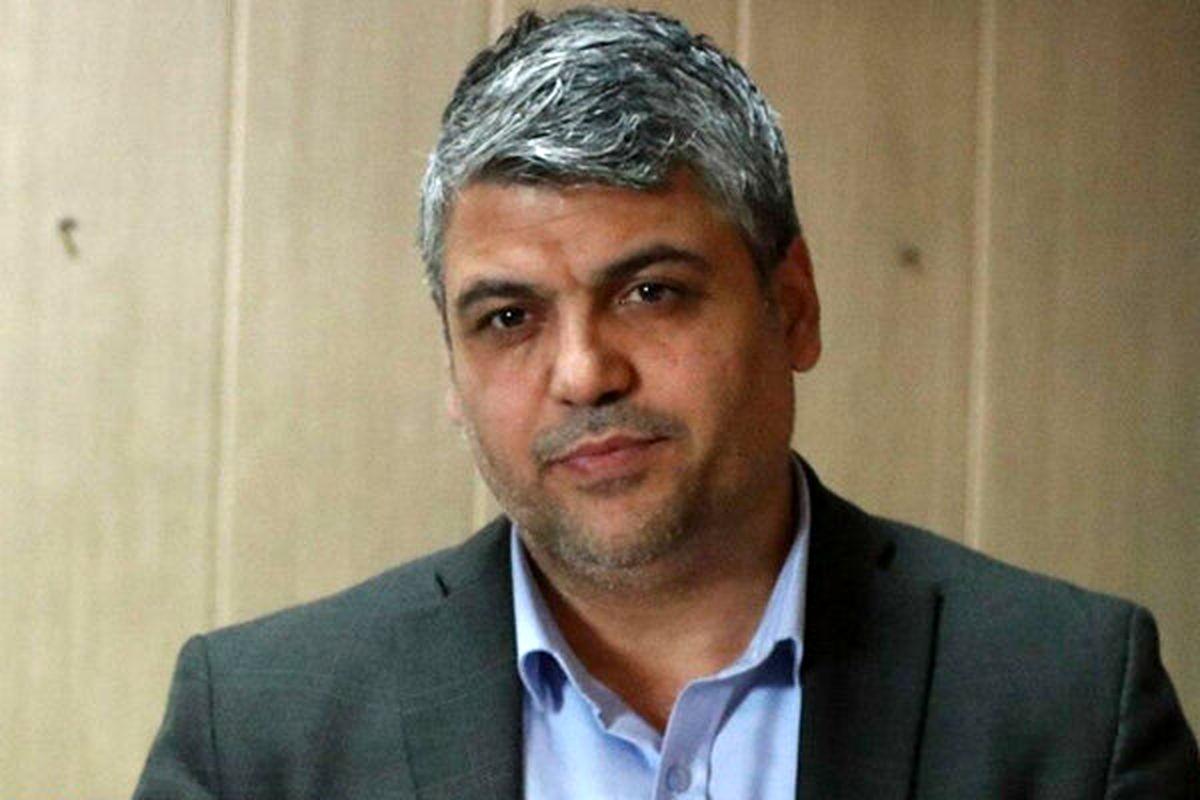 همدانی: نباید سرمربی استقلال را به حاشیه ببرند