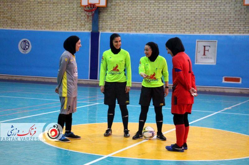 گزارش تصویری فوتسال بانوان / دیدار تیم های پارس آرا شیراز و هیات فوتبال اصفهان