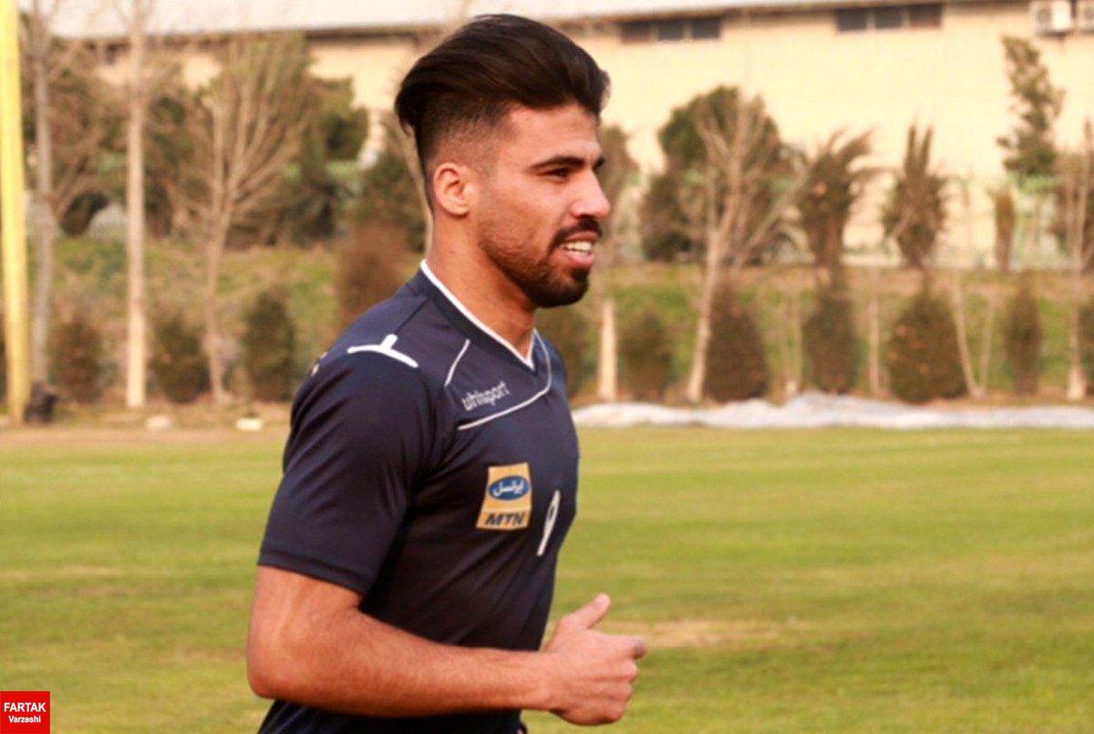 حضور علی دشتی در باشگاه استقلال برای دریافت رضایت نامه