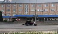 منهای ورزش/ روش عجیب مامور پلیس برای بازداشت یک موتورسوار + فیلم