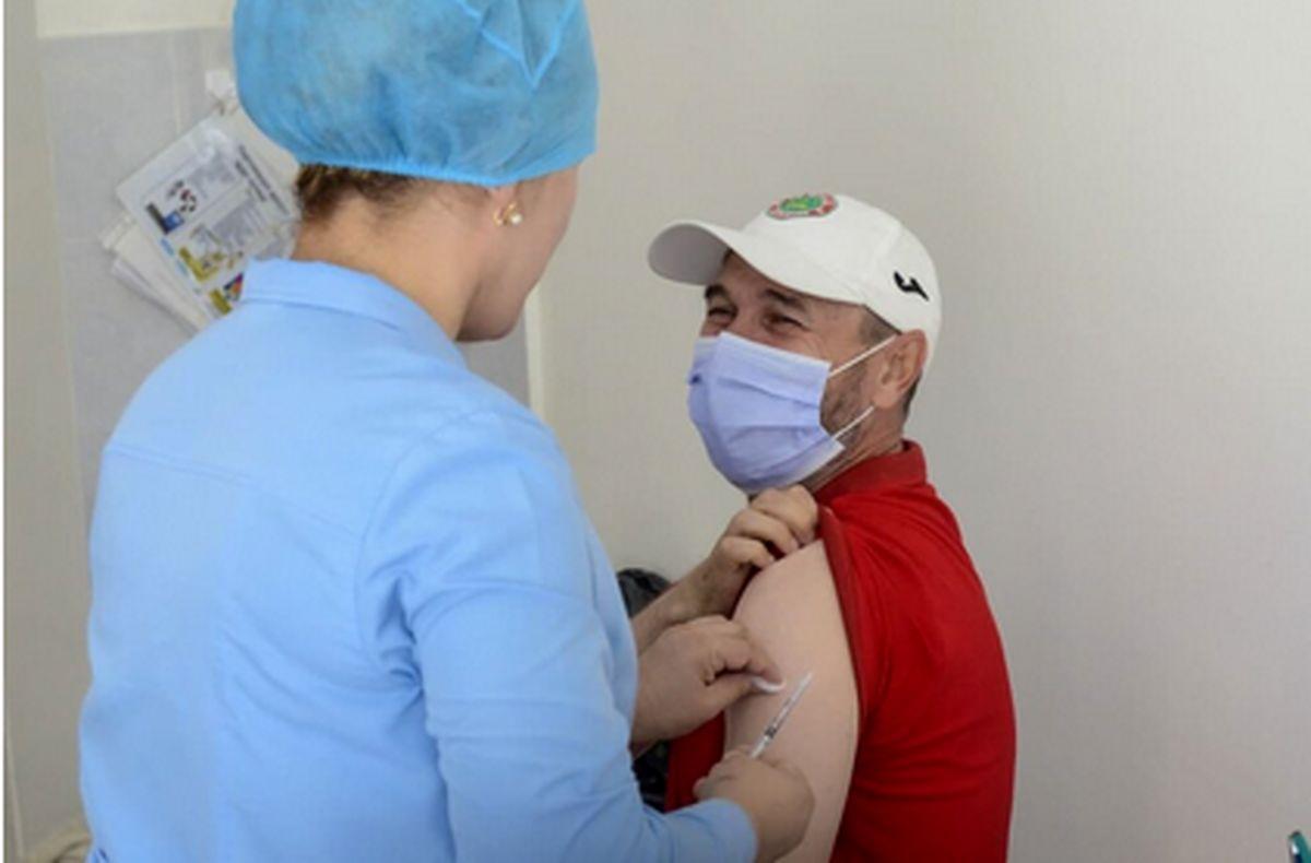 اعضای تیم و کادر فنی استقلال واکسن کرونا زدند