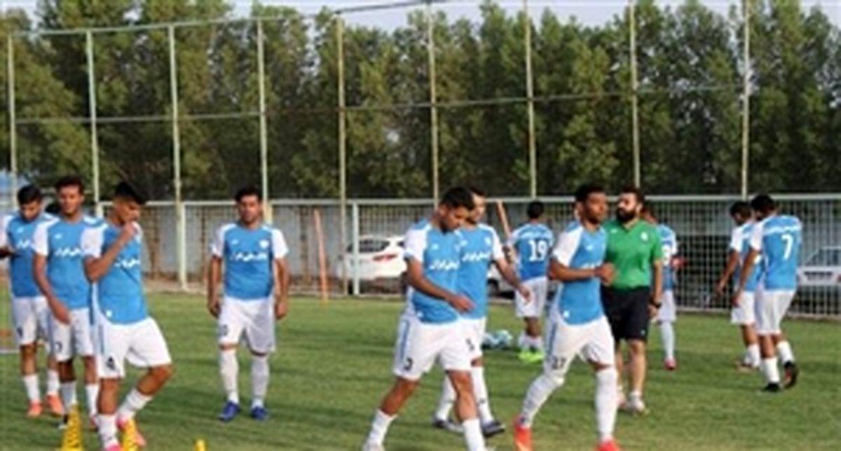 استاندار در تمرین استقلال خوزستان