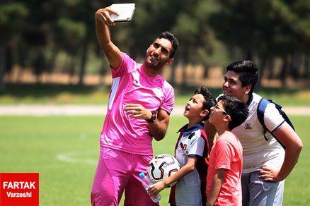 حمید کاظمی بهترین مهاجم لیگ یک، در خونه به خونه نیست!