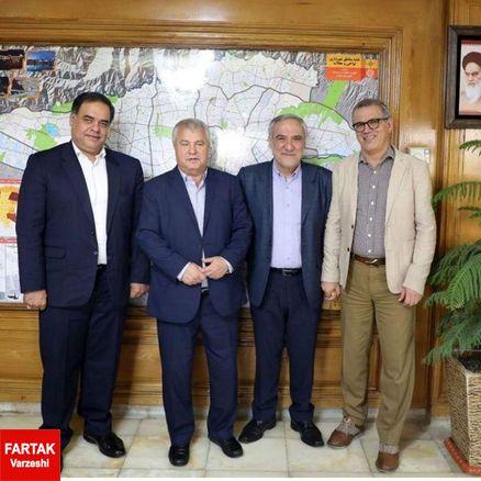 اهدای پیراهن اسطوره باشگاه پرسپولیس به شهرداری تهران