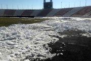 ادامه برف روبی از زمین ورزشگاه ثامن مشهد