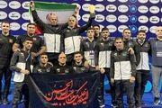 کشتی آزاد جوانان جهان |اهتزاز پرچم امام حسین (ع) روی سکوی قهرمانی