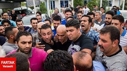 درگیری لفظی و قهر  لیدرهای هواداران استقلال با مأموران حراست ورزشگاه آزادی