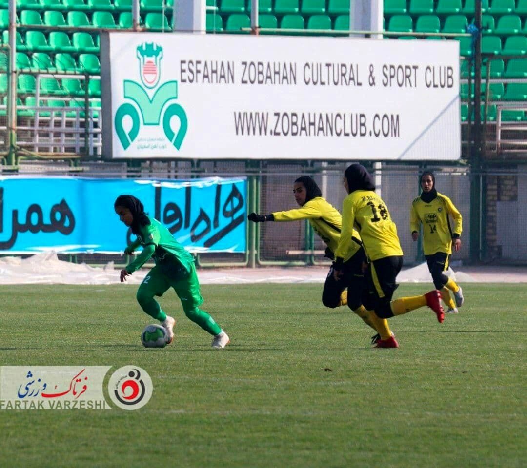 تصاویری از دربی فوتبال بانوان اصفهان