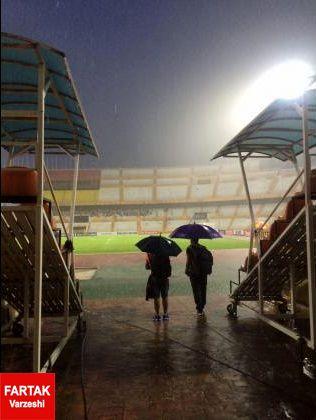 پناه گرفتن شاگردان کی روش برای در امان ماندن از بارش شدید+عکس