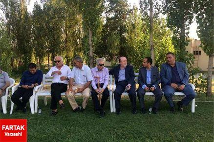 عکس روز: نیمکت پیرمردهای استقلال
