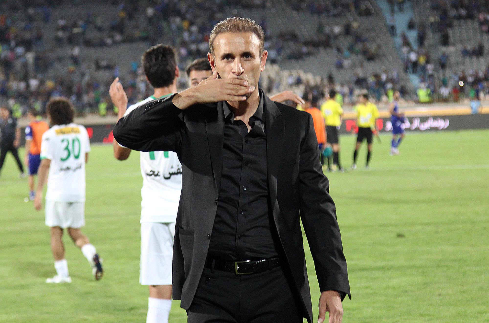 گل محمدی: بخاطر شرایط و تصمیمگیریهای AFC باید اینجا بازی کنیم